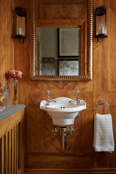 Small panelled bathroom