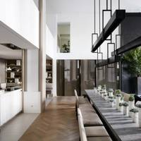Kelly Hoppen's modern dining room