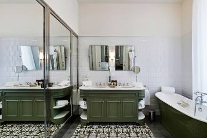 Avocado bathroom suites