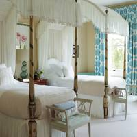 Four-Poster Beds, Pale Pink Bedding & 'Mistletoe' Muslin