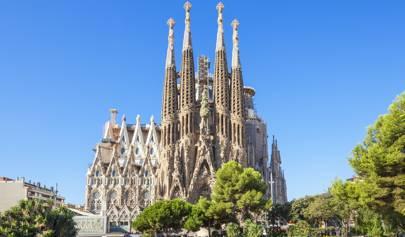 Incomplete La Sagrada Familia finally receives construction permit 137 years later