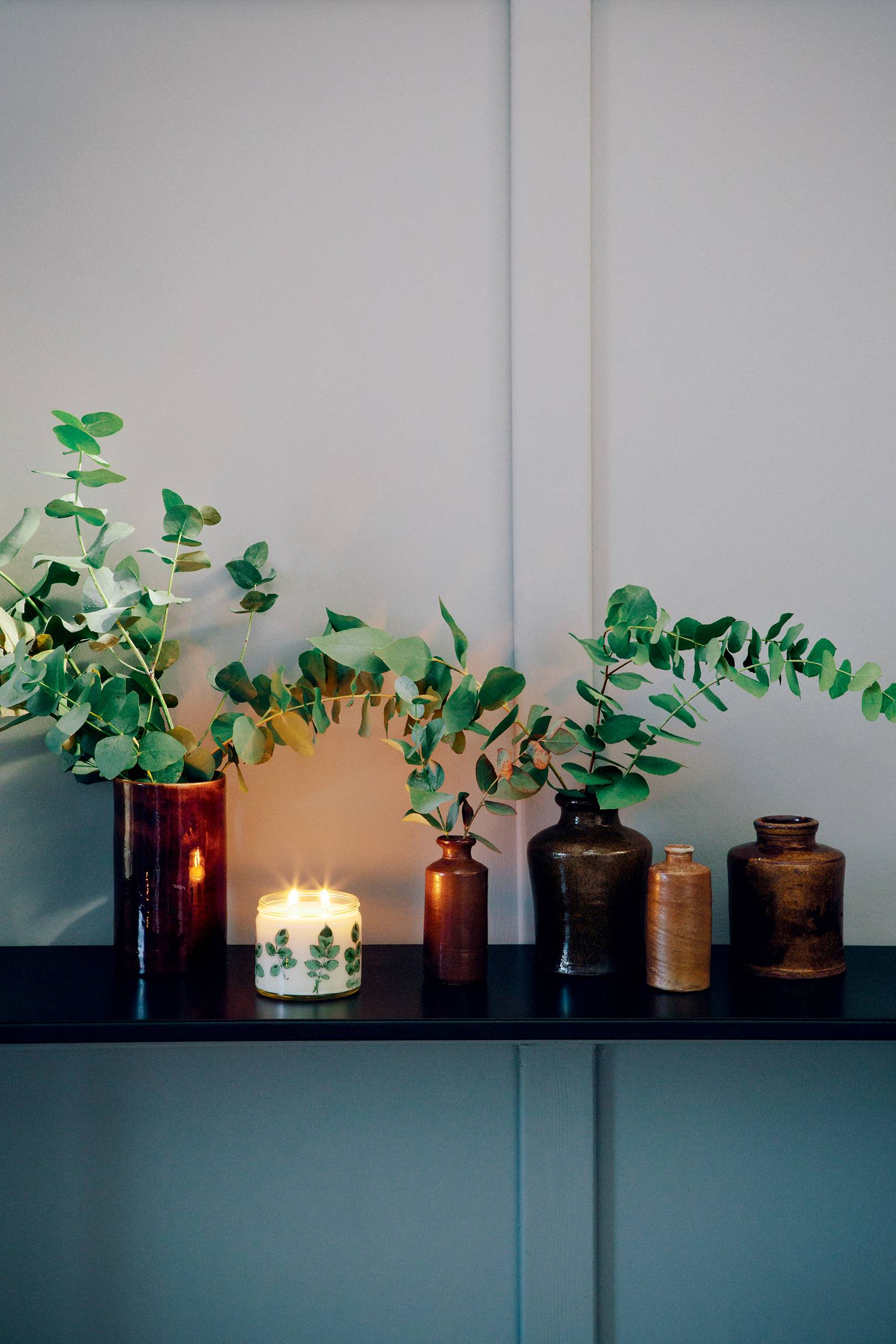 How to make scented candles: blending the fragrance