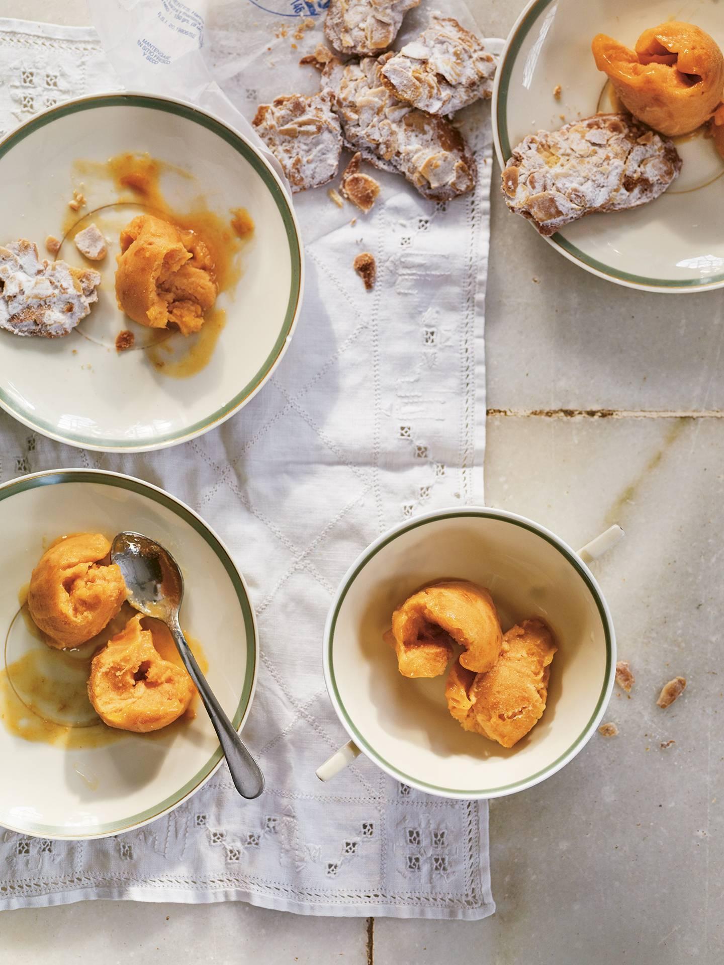 Apricot sorbet with tejas dulces de Sevilla