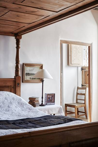 Rustic Wooden Four-Poster Bed | Bedroom Design Ideas