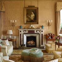 Traditional Living Room Damask Wallpaper