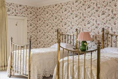 Twin Country Bedroom - Traditional Hampshire Country House