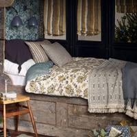 Wooden Cabin Bed - Christmas Decorating Ideas