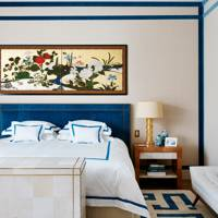 Blue and white bedroom idea