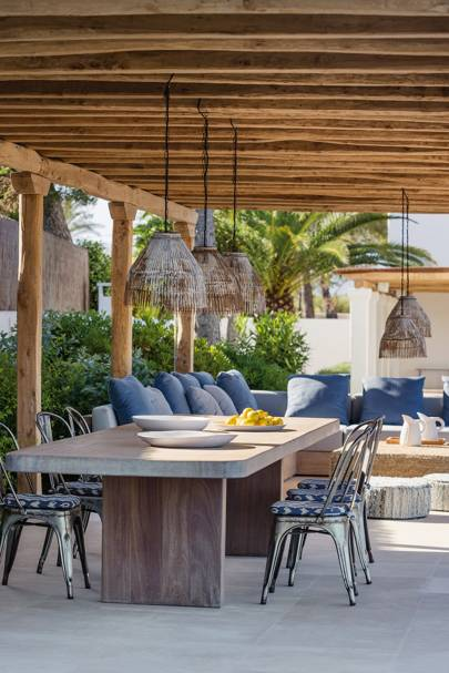 Mediterranean Outdoor Dining Area
