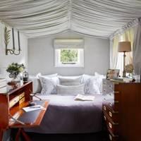 Shepherd's Hut: Bed