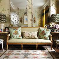 Living room design with gold chinoiserie wallpaper by de Gournay