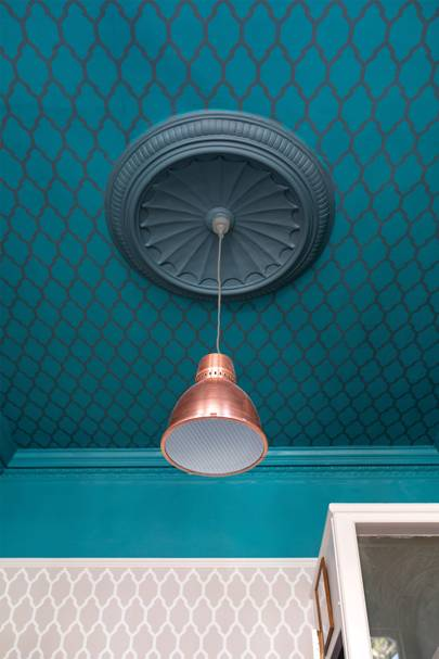 Ceiling: Tessella BP 3608; Ceiling rose: Inchyra Blue No.289 Estate Emulsion; Woodwork: Vardo No.288 Estate Eggshell; Wall: Tessella BP 3601 and Vardo No.288 Estate Emulsion