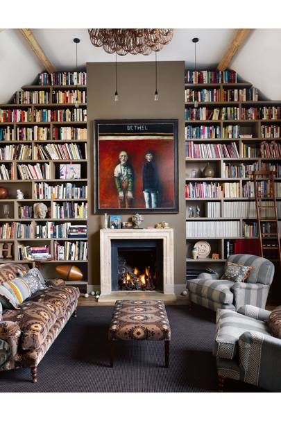 Fitted floor-to-ceiling bookshelves