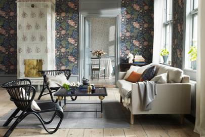 Superb Dark Florals Wallpaper | Living Room Design Ideas