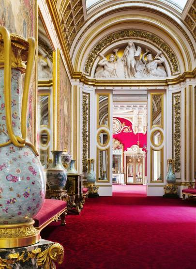 Ashley Hicks Vibrantly Captures The Interiors Of Buckingham Palace In A New  Anthology