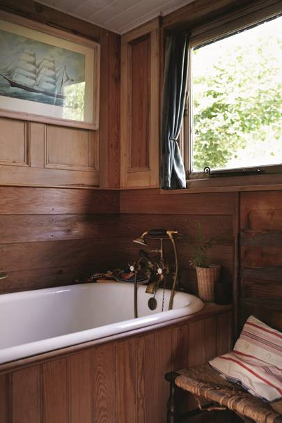 Panelled Bathroom - Katie Fontana Houseboat