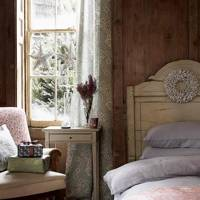 Cosy & Rustic Christmas Bedroom