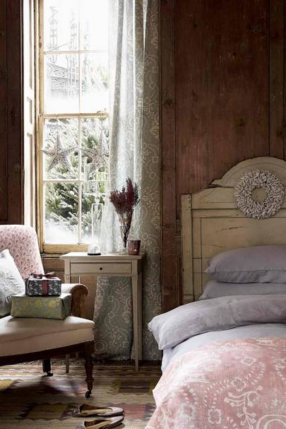 Cosy & Rustic Christmas Bedroom
