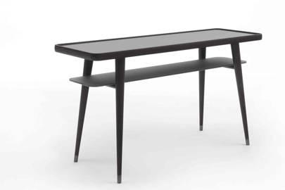 Chantal M Table
