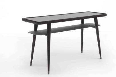 Chantal M Table