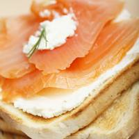 ½ Bagel With 28g Smoked Salmon, Cracked Pepper & Lemon = 100 Kcal