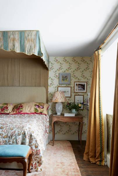country bedroom ideas english country style bedrooms house \u0026 gardencountry bedroom with floral wallpaper