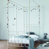 Four Poster Style