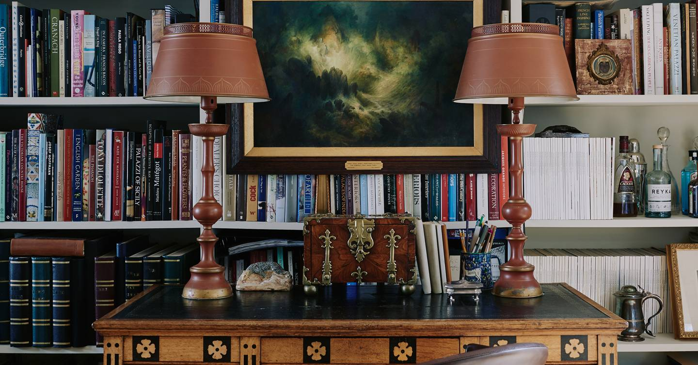 Learn how to use antiques in a modern home in our next online talk – sign up now!