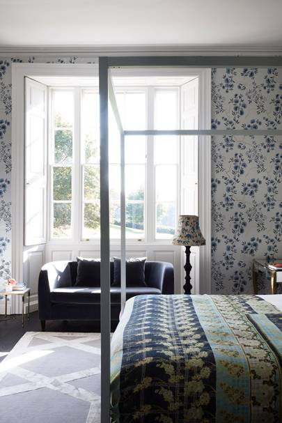 Girl's Bedroom Sofa - Somerset Country House