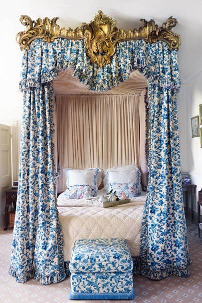 English Country House Drawing Rooms: Traditional Country-style Floral Chintz Rooms
