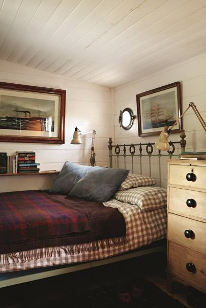 Bedroom - Katie Fontana Houseboat
