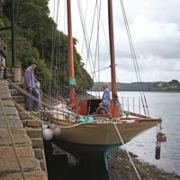 Patna Yacht - Katie Fontana Houseboat